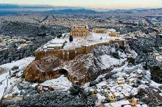 Maravillosa imagen del Partenón ateniense cubierto de nieve, Atenas, Grecia (Eurokinissi, 2017)