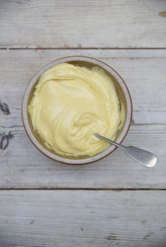 I love using a mixture of oils when making mayo – mild oils like rapeseed, vegetable or light olive oils all work really well.
