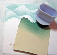 こちらは、マスキングテクニックで雲柄を作るやり方。紙とブルーのインクとスポンジがあればできますね。