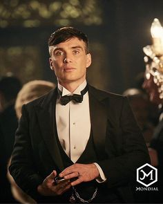 Cillian Murphy in the british crime drama television series Peaky Blinders. Odds have been slashed on Cillian Murphy becoming the next James Bond. Whats your opinion about this? Peaky Blinders Poster, Peaky Blinders Wallpaper, Peaky Blinders Series, Peaky Blinders Quotes, Peaky Blinders Tommy Shelby, Peaky Blinders Thomas, Cillian Murphy Peaky Blinders, Peaky Blinders Merchandise, Estilo Gangster