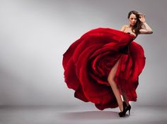 Rosario Toledo and the First Philadelphia Flamenco Festival. The dress looks like a rose! Rose Dress, Dress Up, Dress Girl, Dress Prom, Prom Dresses, Christmas Look, Christmas Eve, Mode Glamour, Beautiful Young Lady