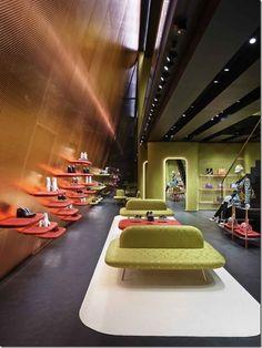 Miu Miu - Uma loja com arquitetura provocativa e sofisticada