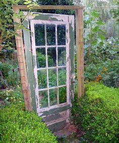 coole gartendeko rustikal mit alter Holztür