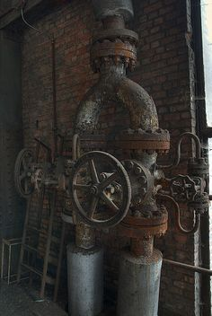 Old steam.. Most likely below two room apartments with radiator heat in city dwellings..
