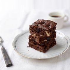 いちじくとナッツのチョコレートブラウニーのレシピ  スクエアのケーキ型がなくても、ホーローバットなどで焼くことが可能なので、ぜひ気軽に試してみてくださいね。