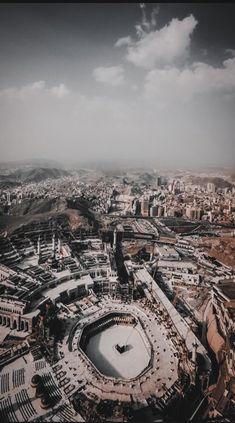 KSA has disallowed visiting Mecca because of CoronaVirus Islamic Wallpaper Iphone, Mecca Wallpaper, Galaxy Wallpaper, Mekka Islam, Mecca Masjid, Mekkah, Wallpaper Aesthetic, Beautiful Mosques, Islamic Architecture