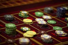 Auf der einen Seite wird das Glücksspiel noch heute mit Glitzer, Glamour, Shows und Abendgarderobe in Verbindung gebracht. Dies gehört zu dem Ruf des Glücksspiels, auch wenn in der Realität viel weniger Glamour in den Casinos vorhanden ist, als noch vor ein paar Jahren.  Das Internet: ein Paradies für Glücksspieler