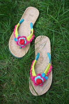 crochet flip flops http://beesandappletrees.blogspot.be/2013/07/gehaakte-slippers-crochet-flip-flops.html