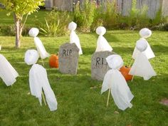 Halloween Decorating:How to Make a Halloween Graveyard