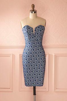 La rose de denim est tout aussi romantique que sa soeur de soie. The jean rose is just as romantic as her silk sister. Blue jean effect floral fitted bustier dress www.1861.ca