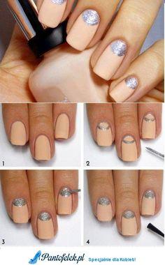 Matowe paznokcie i połyskujący wzorek