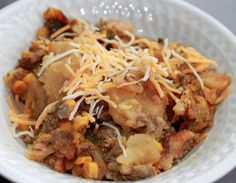 I am always looking for something quick and easy to throw in the crockpot for dinner that everyone will enjoy! The Slow Cooker Hamburger & potato bake does Hamburger Potato Casserole, Hamburger In Crockpot, Hamburger And Potatoes, Slow Cooker Casserole, Easy Casserole Recipes, Crock Pot Slow Cooker, Slow Cooker Recipes, Crockpot Recipes, Cooking Recipes