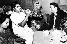 Sheila Ramani, Kishore Kumar, Kalpana Kartik and Dev Anand on the sets of the film 'Taxi Driver' (1954).