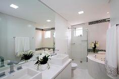 Resultado de imagem para banheiros com banheiras duplas