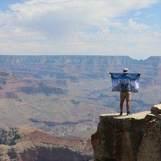 Es ist echt ein Wahnsinn, was die Natur schafft. Der Grand Canyon ist das absolute Hiking-Traumziel.   #steigauf #adventures #nature #mountains #inspiration #motivation #bergsteiger #flags #scenery #cliffs #grandcanyon #nationalpark #hiking #wanderlust Grand Canyon, Flags, Wanderlust, Action, Motivation, Nature, Travel, Inspiration, Mountain Climbers