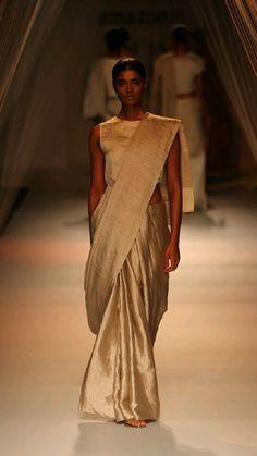 Indian Dresses, Indian Outfits, Saree Draping Styles, Saree Styles, Simple Sarees, India Fashion Week, Saree Trends, Vogue India, Most Beautiful Dresses