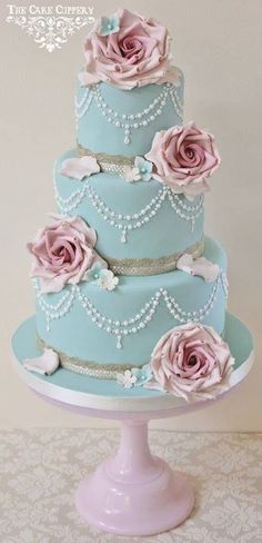shabby chic-inspired cake