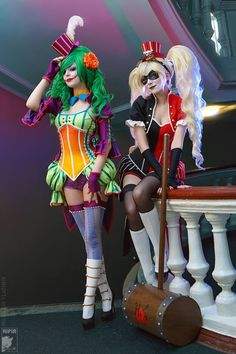 Ryoko as Harley Quinn`R&R Art Group  Rei as Lady Joker (NOT Duela Dent)Photo by Kifir Holy Batman! This Noflutter Joker cosplay by R&R is amazing! That orange gradient corset and green stripe bustles! The Harley wig and make-up! Their craftsmanship is exquisite!
