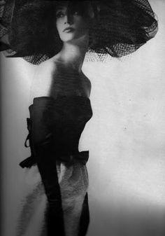 deshistoiresdemode:  Mademoiselle Ricci by Melvin Sokolsky, June...