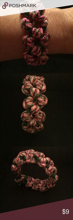 Paracord daisy style bracelet handmade Pink and green Daisy bracelet made with 550 paracord. You can choose your color Handmade Jewelry Bracelets