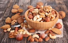 Nuts are an excellent source of healthy fats, antioxidants, vitamins, and fibre. There are plenty of low FODMAP nuts to choose from while on the low FODMAP diet and they make a great energy-boosting snack! Find out more. Healthy Aging, Healthy Fats, Healthy Snacks, Protein Snacks, Healthy Women, High Protein Breakfast, Breakfast For Kids, Snacks Saludables, Health Foods