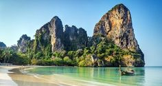 Connaissez vous la célèbre plage de Railay Beach, à Krabi ? C'est l'un des joyaux des bords de mer en Thailande. Avec ses quatre plages, le viewpoint, le lagon intérieur et les grottes, nous vous expliquons comment voyager et séjourner dans ce lieu magique ainsi que les meilleures activités à…