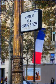 L'avenue des Champs-Elysées, tricolore...  (Paris 8ème)