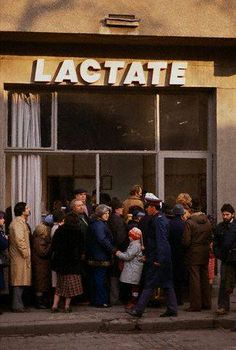 Romania before 1989 - queue for milk Romanian Revolution, Romania Travel, Bucharest Romania, Communism, Socialism, Eastern Europe, World Cultures, Old Pictures, Old Town