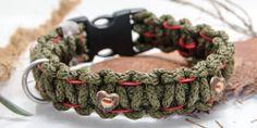 """Flechtie Rustikal """"Palermo"""" flach, Klickverschluss Farben: olive Verzierung: rot Knöpfe: 4Stk (2x rund Holz, 2x herz Holz)  Preis: 24,00 €"""