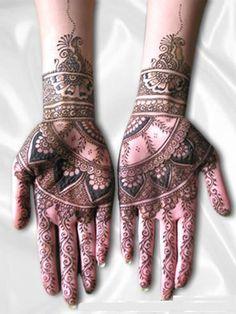 Henna Art by Riffat Bahar