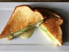 How do you make a gourmet grilled cheese? Start with KING'S HAWAIIAN Original Sweet Sliced Bread, melt three cheeses, add apples and a very special sauce. Hawaiian Sweet Breads, Hawaiian Recipes, Hawaiian Rolls, Soup And Sandwich, Grilled Sandwich, Kings Hawaiian, Best Grilled Cheese, Good Food, Yummy Food