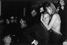 Photo de Serge Gainsbourg et Jane Birkin chez Régine en 1968, à voir à La Galerie de l'Instant durant l'exposition Serge Gainsbourg