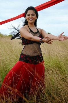Actress-Anushka-Shetty-navel-exposing-photos-collections-6.jpg (JPEG Image…