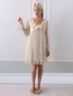Vintage Ivory 1960s Wedding Gown With Champagne Lace. LoVe it!