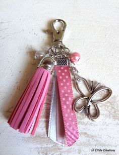 Luxurious Amulet, keychain Grigri Lili and My Creations Pink Butterfly: Different … - DIY Jewelry Pearl Ideen Diy Bag Charm, Diy Jewelry, Jewelry Making, Diy Keychain, Handmade Handbags, Beaded Purses, Pink Butterfly, Bijoux Diy, Key Fobs