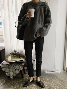 Casual Weekend Spring Outfit — Death by Elocution in a grey sweater, black tote bag, black ankle jeans, and Gucci loafers Source by Yvetvanriek Mode Outfits, Fall Outfits, Casual Outfits, Fashion Outfits, Classic Outfits, Fashion Pants, Looks Street Style, Looks Style, Fashion Moda