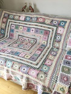 Granny Square Crochet Pattern, Crochet Blanket Patterns, Crochet Squares, Crochet Granny, Crochet Quilt Pattern, Vintage Crochet Patterns, Floral Patterns, Crochet Afghans, Textile Patterns