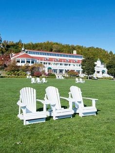 Mission Point Resort on Mackinac Island: One of our favorite Midwest resort getaways. More resorts we love: http://www.midwestliving.com/travel/around-the-region/ultimate-midwest-resorts/