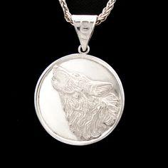 "www.harmonia.c #Colgante medalla #""Lobo"" #plata 950 #cincelado a mano, 28 mm"