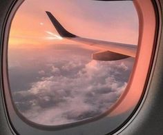 """Find and save images from the """"inspiração para fotos"""" collection by Sté Karoline (stebgl) on We Heart It, your everyday app to get lost in what you love. Peach Aesthetic, Travel Aesthetic, Aesthetic Fashion, Nature Aesthetic, Aesthetic Grunge, Airplane Window, Airplane View, Airplane Mode, Tumblr Ocean"""