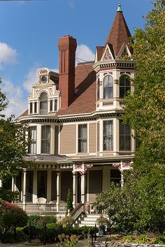 Awesome large Victorian in St Paul. Lots of cool windows and other features.