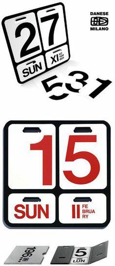 Formosa, by Enzo Mari per Danese. Calendario da parete con fogli mobili in PVC che indicano il giorno della settimana in cifre e lettere, e il mese. Disponibile in italiano, inglese, francese e tedesco.
