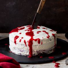 Bloody Red Velvet Cake I know the name sounds very frightening, but you will feel the delights after trying this cake ! This delicious cake. Halloween Torte, Halloween Buffet, Halloween Baking, Halloween Desserts, Halloween Treats, Happy Halloween, Red Velvet Cake Moist, Beautiful Cakes, Amazing Cakes
