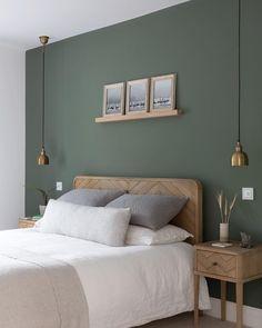 Green Bedroom Walls, Green Master Bedroom, Green Rooms, Room Ideas Bedroom, Dream Bedroom, Home Decor Bedroom, Sage Green Bedroom, Bedroom Interior Colour, Green Bedroom Colors