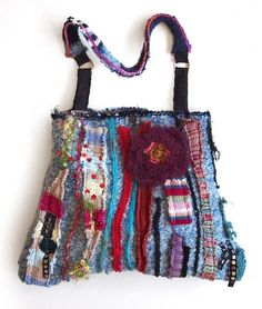 Completely recycled handbag made of different twists. Diy Bags Purses, Fabric Purses, Fabric Bags, Sacs Design, Art Bag, Boho Bags, Patchwork Bags, How To Make Handbags, Denim Bag