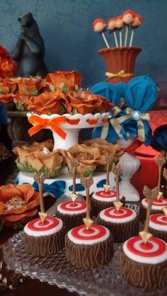 Um tema lindo, rico e cheio de detalhes foi o dessa festa da Princesa Merida. Vimos poucas festas realmente bonitas com esse tema mas essa m...
