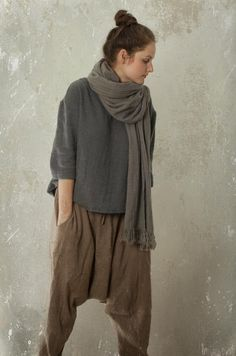 Harem pants SHANTI in linen & wool blend linen trousers Linen Trousers, Trousers Women, Linen Skirt, Harem Trousers, Look Fashion, Womens Fashion, Fashion Tips, Fashion Trends, Fashion Ideas