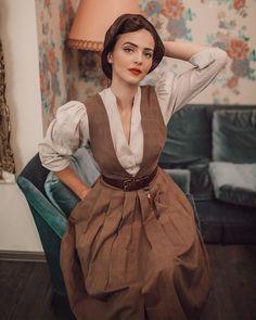 Lena Hoschek (@lenahoschek) • Instagram photos and videos Vintage Outfits, Vintage Dresses, Vintage Fashion, Modern Victorian Fashion, Pretty Outfits, Cute Outfits, Idda Van Munster, Look Retro, Vintage Mode