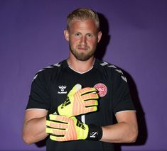 Chelsea draw up three-man goalkeeper shortlist after missing out on Alisson Kasper Schmeichel, Fifa World Cup 2018, Squad Photos, Sports Celebrities, Poses, Goalkeeper, Football Players, Premier League, Polo Ralph Lauren