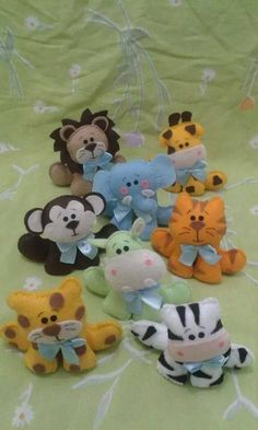 Cute felt animals. Pattern Fun Crafts To Do, Felt Crafts, Crafts For Kids, Diy Crafts, Plushie Patterns, Felt Patterns, Baby Sewing Projects, Sewing Crafts, Felt Projects